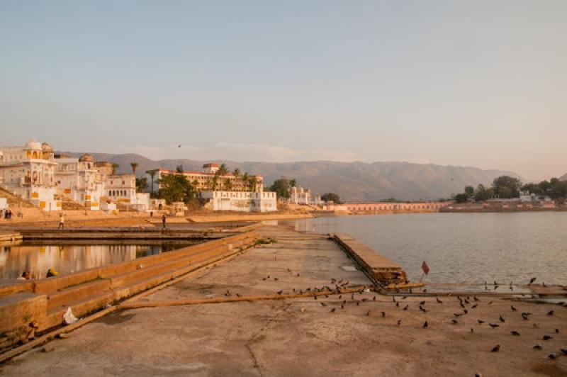 Depuis les ghats autour du lac de Pushkar en Inde