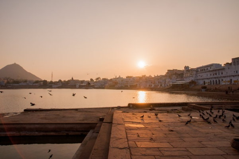 Depuis un des 57 ghats de Pushkar en Inde