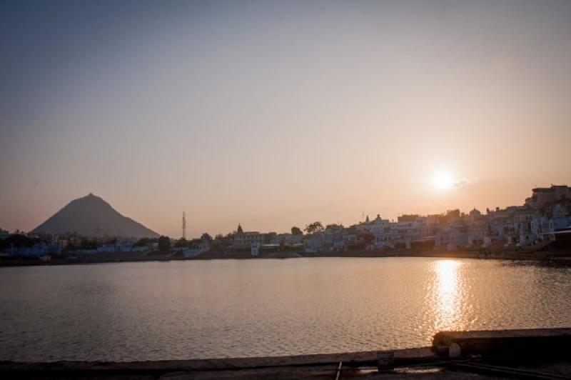Coucher de soleil sur le lac de Pushkar en Inde
