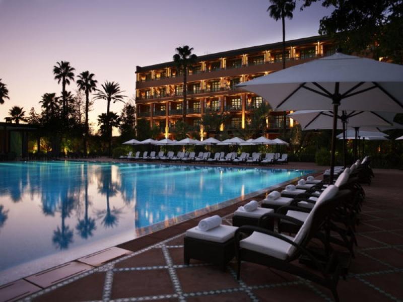 La belle piscine extérieure de la Mamounia à Marrakech