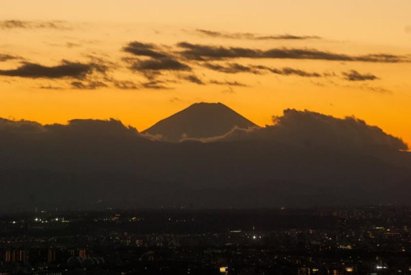 Le Mont Fuji depuis Tokyo sous un coucher de soleil sublime