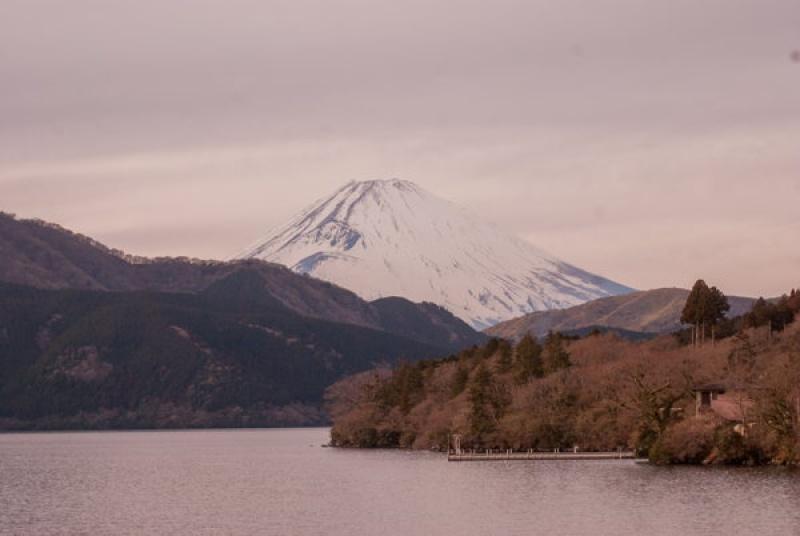 Le Mont Fuji enneigé au Japon