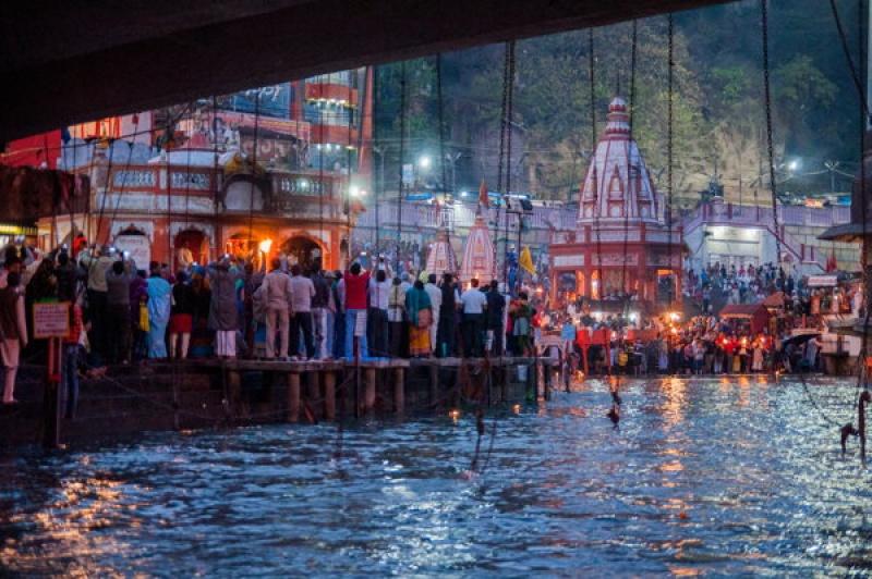 Les gongs résonnent à Haridwar en Inde