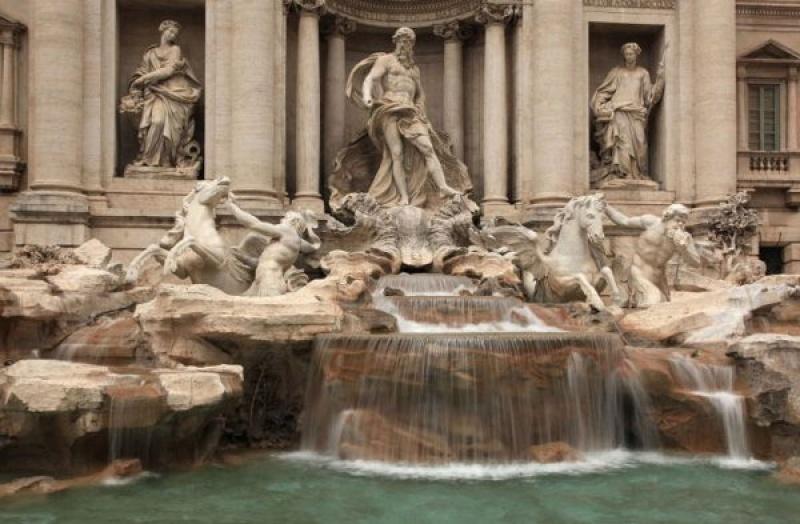 Visiter la fontaine de trévi à Rome