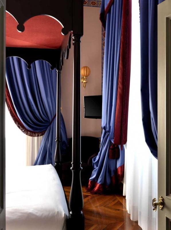 Les rideaux de la villa Cora à Florence