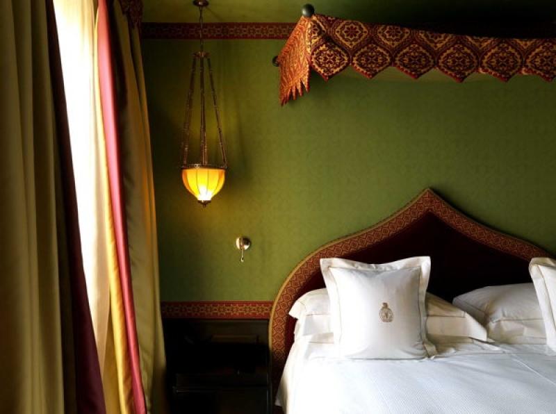 Tête de lit à la villa Cora à Florence