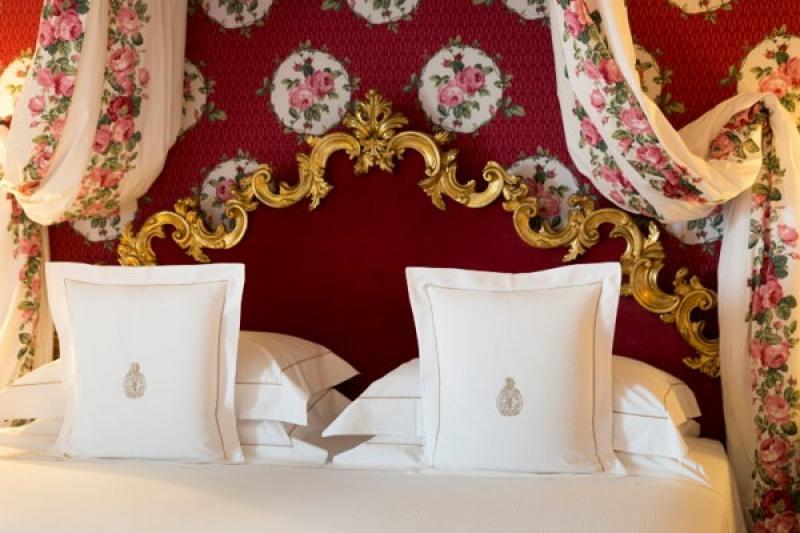 Dans une autre des chambres confortables de la villa Cora à Florence