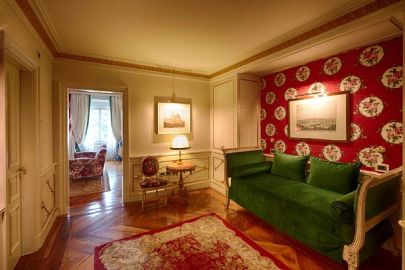 Dans les espaces communs de la villa Cora à Florence