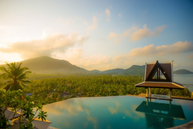 Belle piscine en Thaïlande