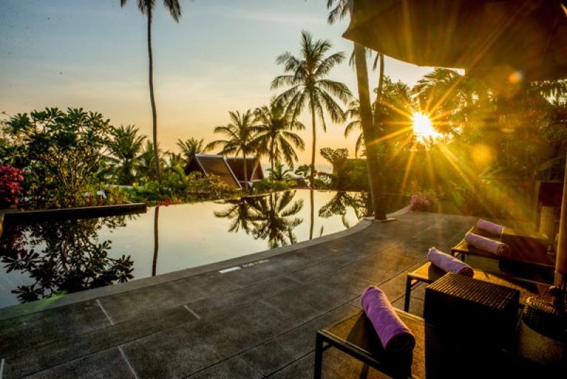 Terrasse et piscine en Thaïlande