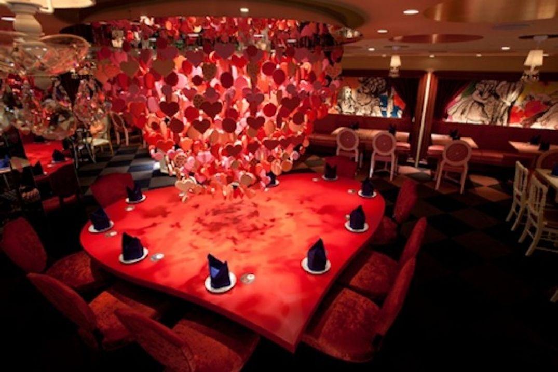 Idéal pour les rendez-vous amoureux au Bar Alice au Pays des Merveilles à Tokyo