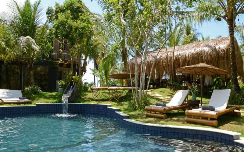 La belle piscine du Butterfly House Bahia au Brésil