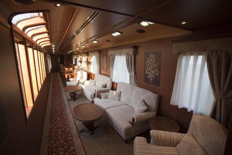 Le confort est de mise dans ce train de luxe en Espagne