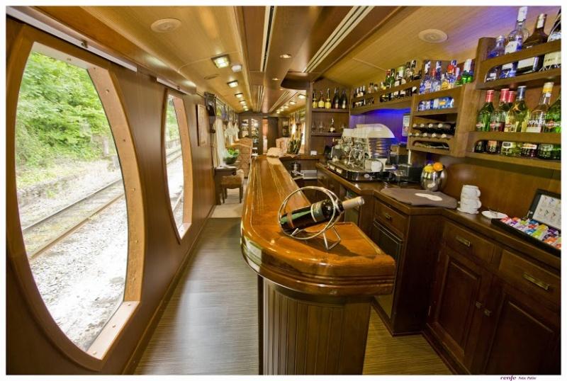 Au bar du train de luxe en Espagne