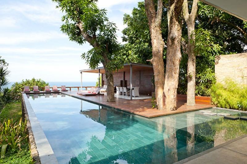 La belle piscine de luxe au Brésil