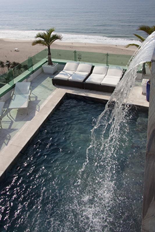 Des chutes d'eau dans la piscine au Brésil
