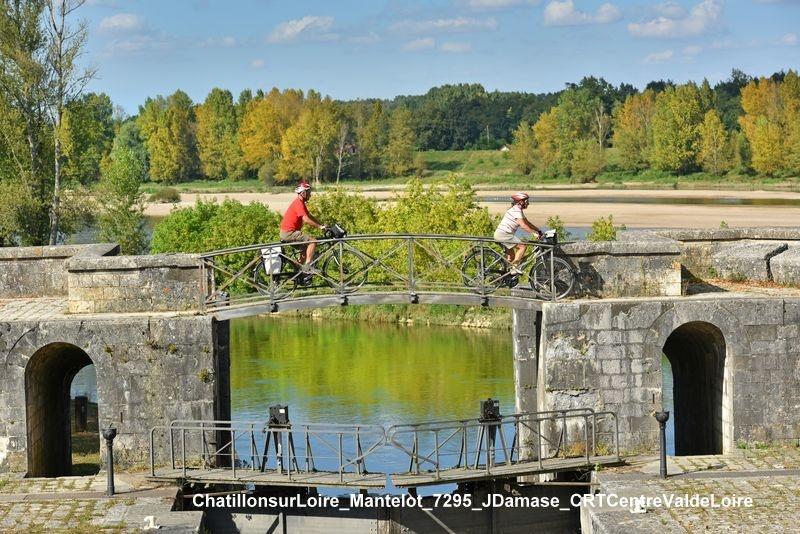 Passer les écluses en vélo dans la Loire