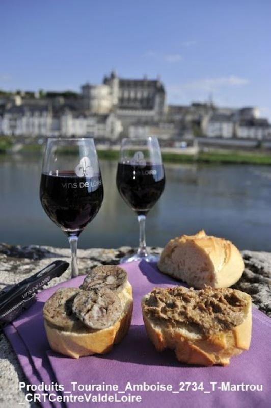 Une pause déjeuner avec des produits locaux lors de cette découverte de la Loire à vélo