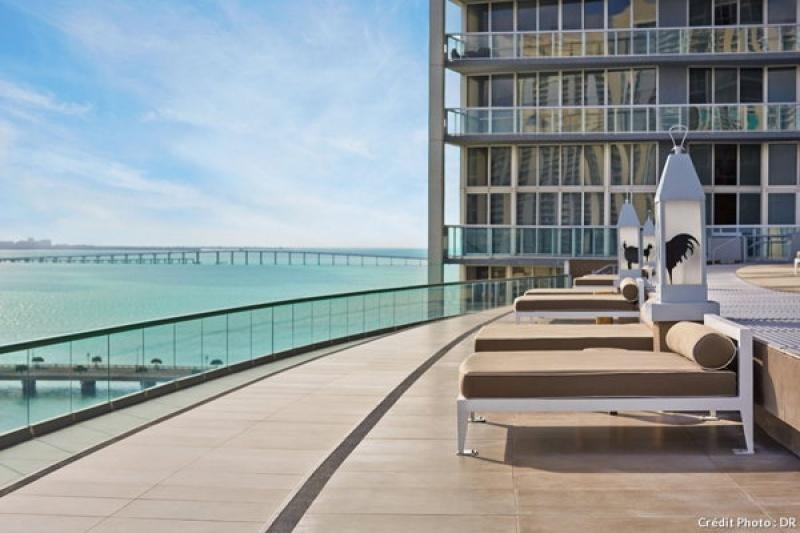 Terrasse panoramique au spa du Viceroy Hotel à Miami