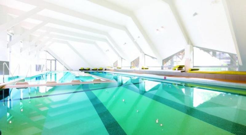 Piscine immense à Carnac Thalasso & Spa resort