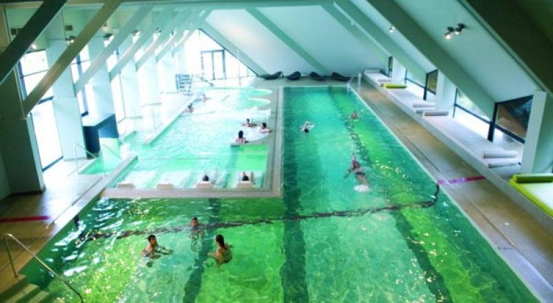 Immense bassin à Carnac Thalasso & Spa resort