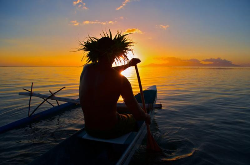 Naviguer en pirogue d'île en île