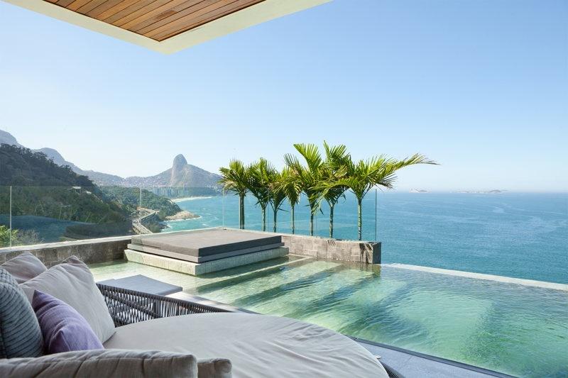 Sur la terrasse dans la piscine Copyrights: WhereInRio