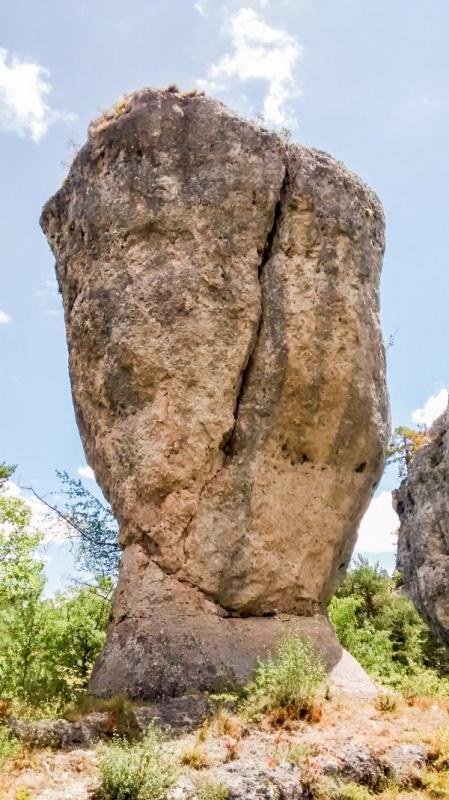 """Un rocher à Montpellier le Vieux, le """"Bryce Canyon"""" à la française"""
