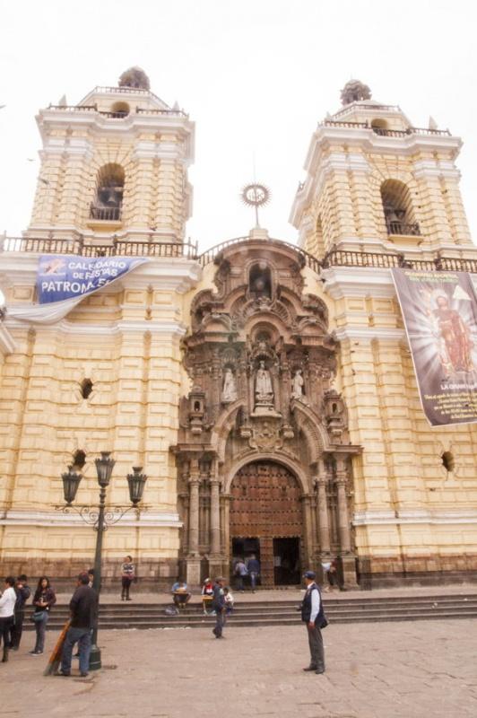 Devant la cathédrale de Lima