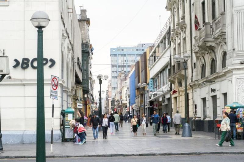 Dans les rues piétonnes à Lima