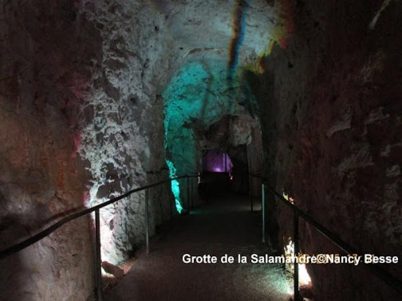 A l'intérieur des cavités de la grotte de la Salamandre