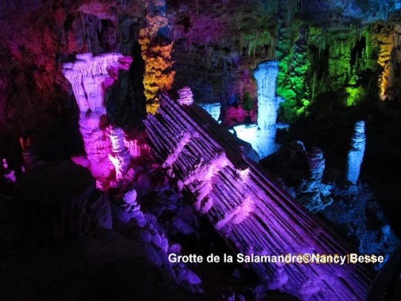 Un site naturel de toute splendeur dans la grotte de la Salamandre