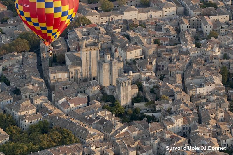 Survoler Uzès dans le Gard en Montgolfière