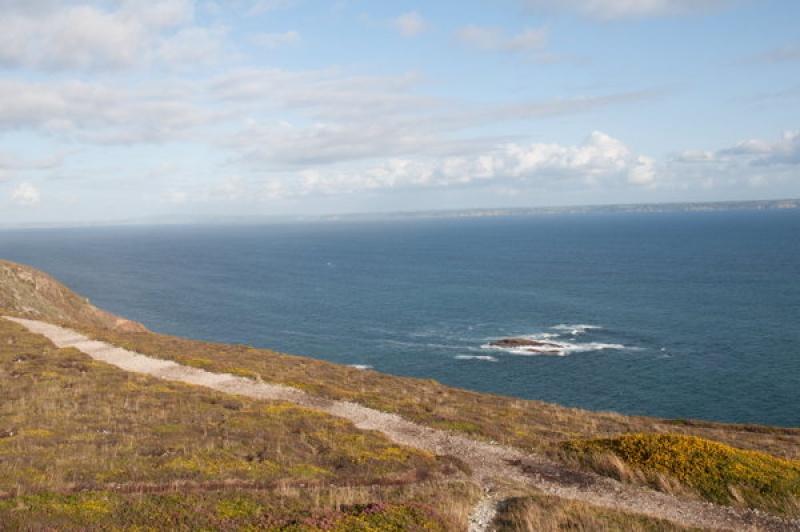 Sentier de randonnée à la pointe de Pen-hir en Bretagne
