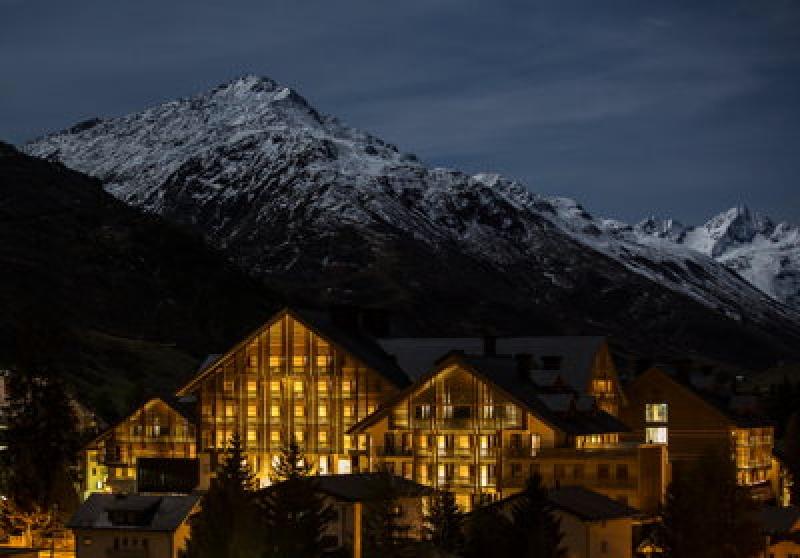 Vue extérieure de nuit - Chedi Andermatt Hôtel en Suisse