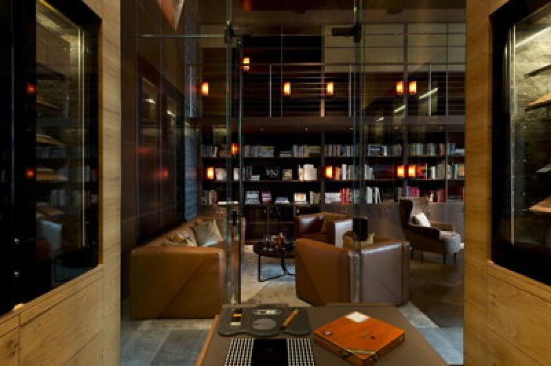 Bibliothèque - Chedi Andermatt Hôtel dans les Alpes Suisses