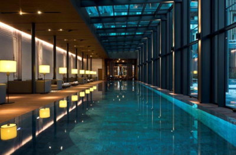 Piscine - The Chedi Andermatt Hôtel dans les Alpes Suisses
