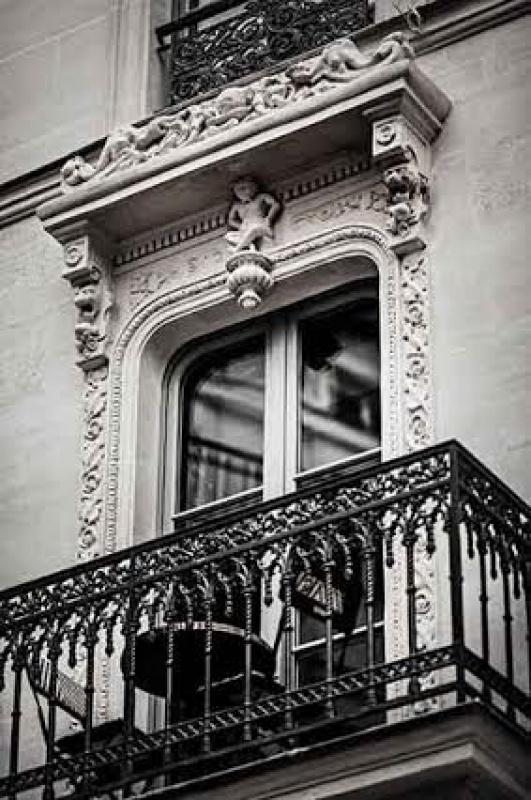 Moulure fenêtre - L'hôtel Providence à Paris